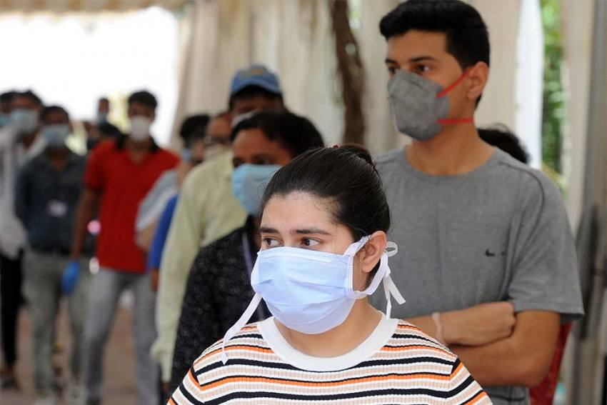 Delhi's Covid Cases Less Than 1000 For First Time In 49 Days; May Have Reached Peak, Says AIIMS Director