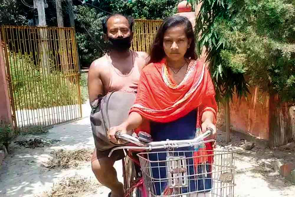 Cycle Girl In Filmy Feud