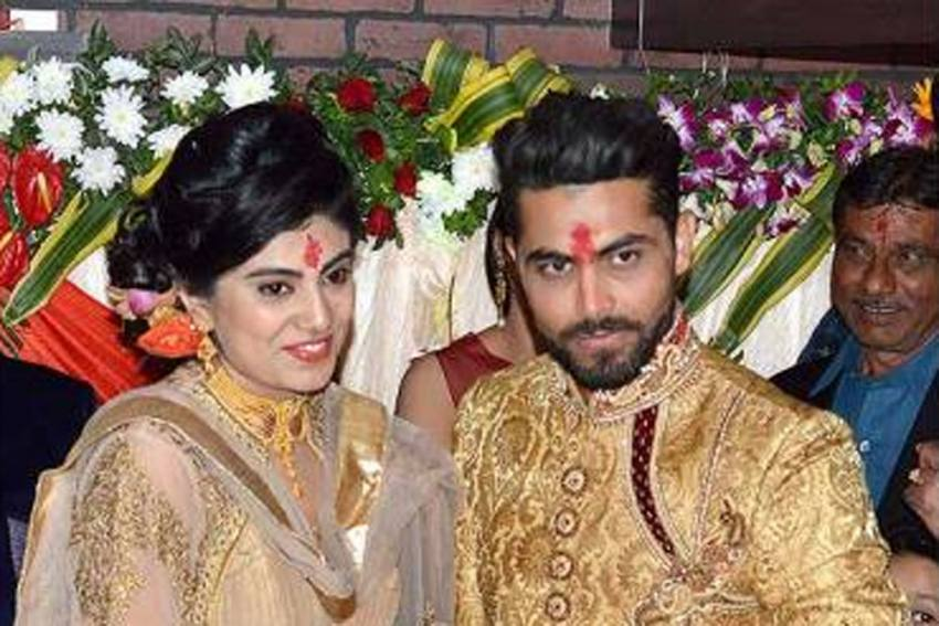 Cricketer Ravindra Jadeja's Wife Rivaba Caught Without Mask, Argues With Cops