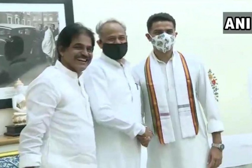 With Smiles And Handshakes, Ashok Gehlot And Sachin Pilot Meet For First Time After Congress Truce