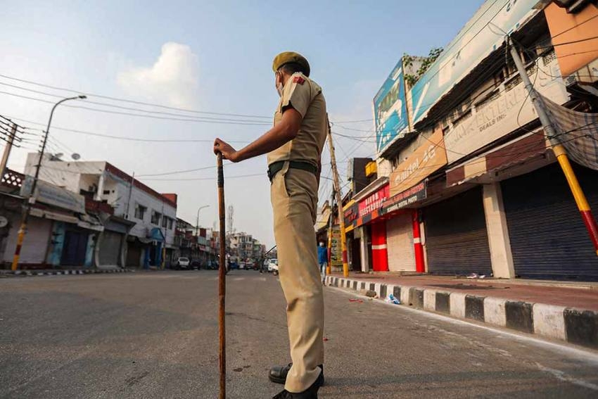 Mobile Internet Services Snapped In Kashmir As 'Precautionary Measure' On Independence Day