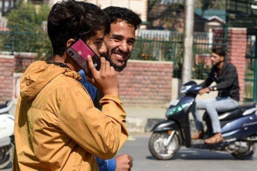 4G Mobile Internet Services Restored In Two Districts In J-K On Trial Basis