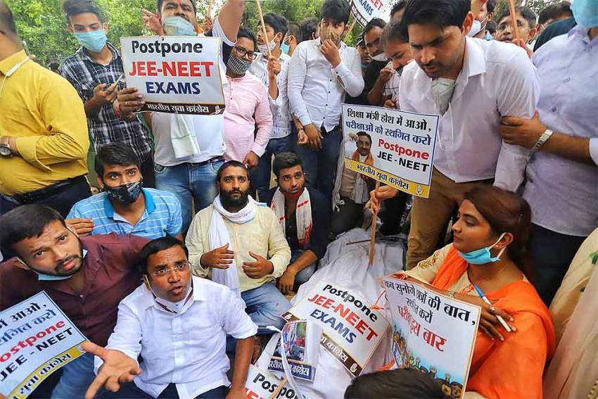 'It's Scary To Take Exams As Covid Deaths Rising': JEE, NEET Aspirants Continue Protest In Coaching-hub Kota