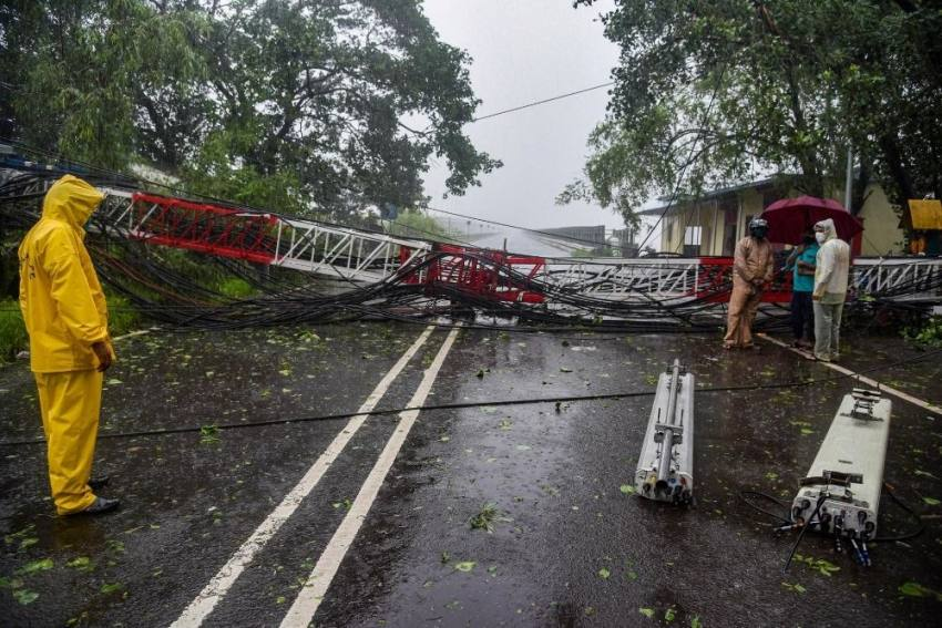 Heavy Rains, Strong Winds Batter Mumbai; People Asked To Stay Indoors