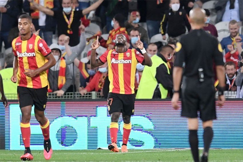 PSG begin title defense without stars in 0-1 loss at Lens