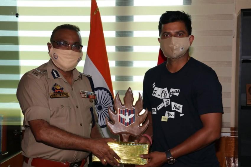 Suresh Raina Calls On J-K DGP, Discusses Promotion Of Sports In UT