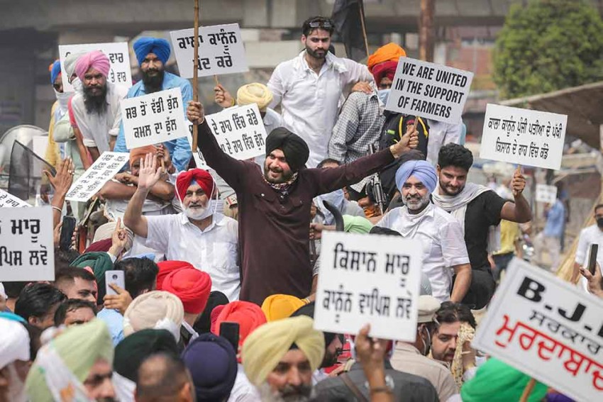 Navjot Singh Sidhu Protests Against Farm Bills