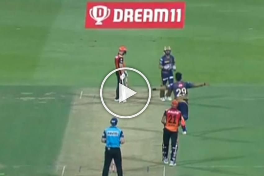 IPL 2020, KKR Vs SRH: Varun Chakravarthy Flummoxes David Warner With A Brilliant Delivery - WATCH