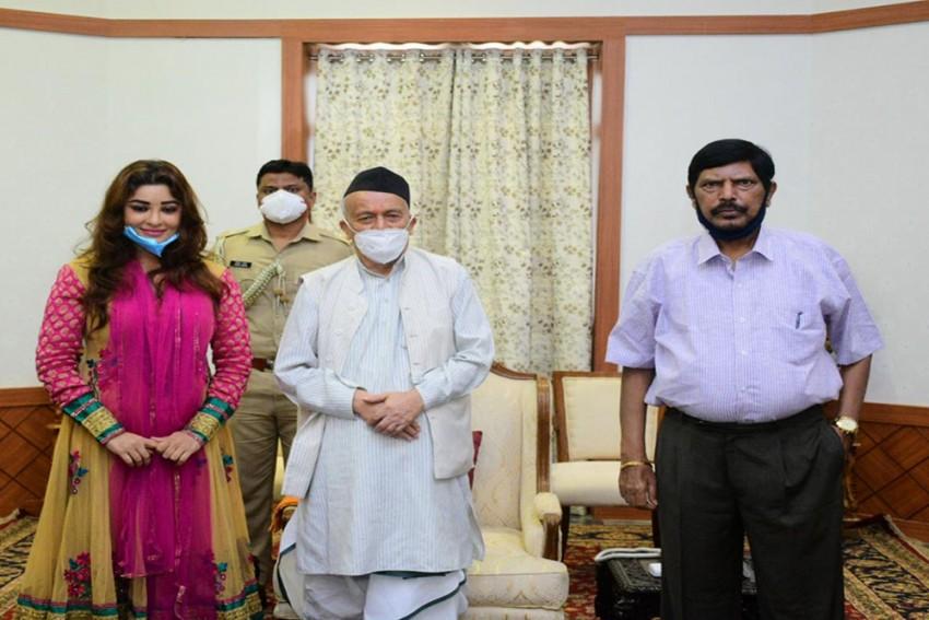 Payal Ghosh Meets Maharashtra Governor, Seeks Justice