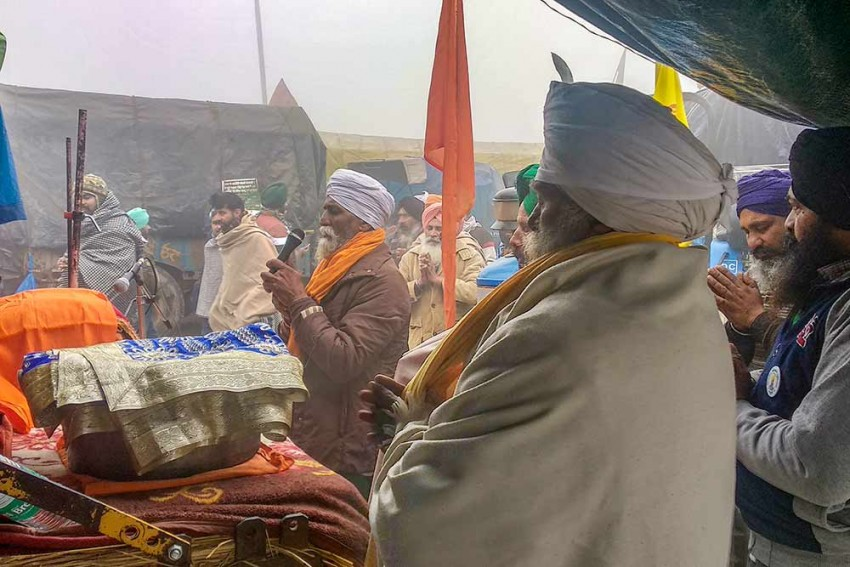 Protesting Farmers Usher In New Year With 'Kheer', Bonfires And Folk Songs