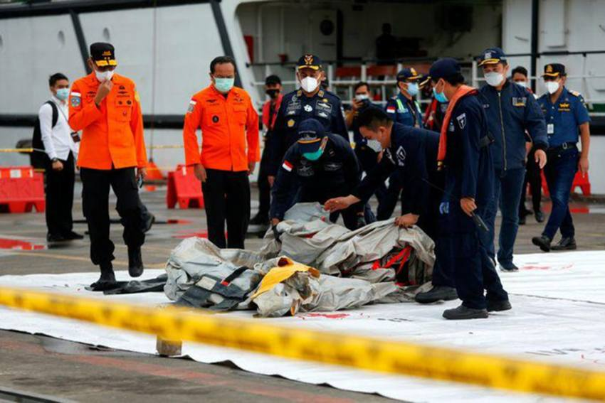 Sriwijaya Air Flight 182: Rescuers Recover Human Remains From Java Sea, Search For Survivors Continues