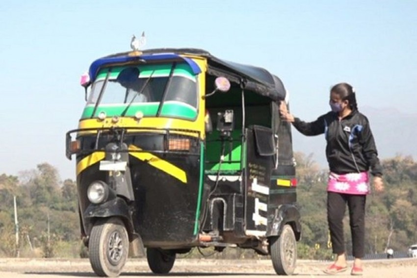 Meet Banjeet Kaur, Female Auto Driver Breaking Stereotypes In J&K
