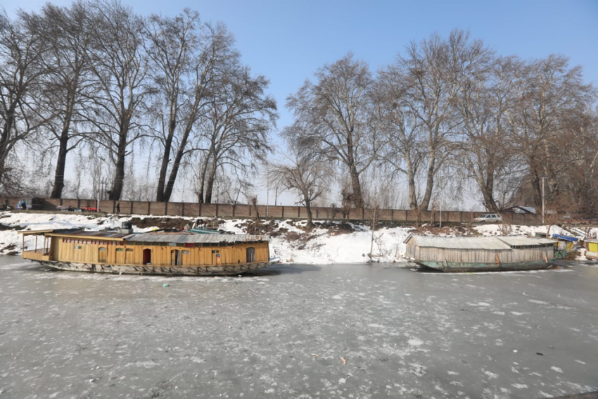 Beware! Walking On Frozen Dal Lake Could Be Dangerous: Authorities