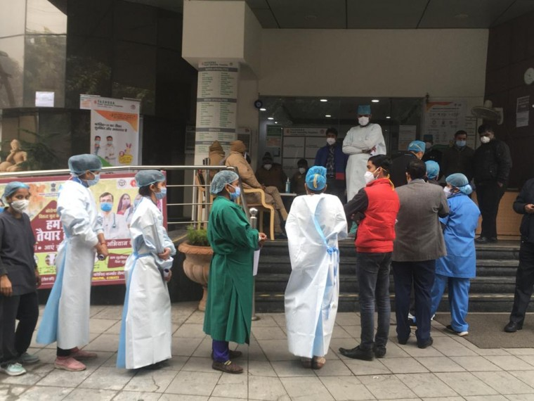 Health Workers At Mumbai Hospital Hails 'Covid Vaccine Arrival'; Welcome With Arti, Sweets