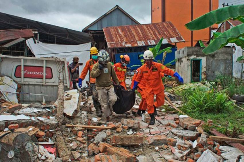Indonesia Earthquake: Power Outages, Damaged Roads Hamper Rescue Operations