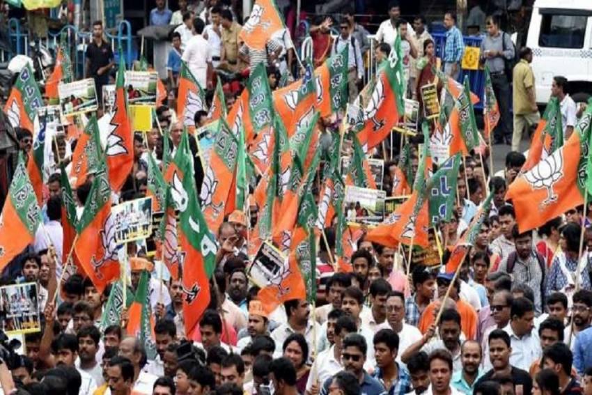 Watch: High Drama At BJP's Kolkata Roadshow; Stones Pelted At BJP Activists