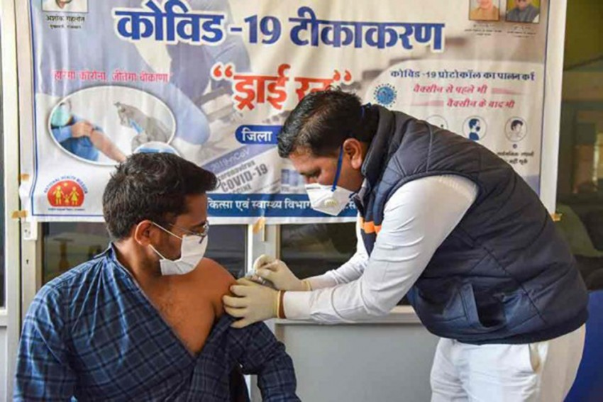 Pune: As many As 300 Healthcare Workers Report Minor Side Effects After Taking Covid-19 Jab