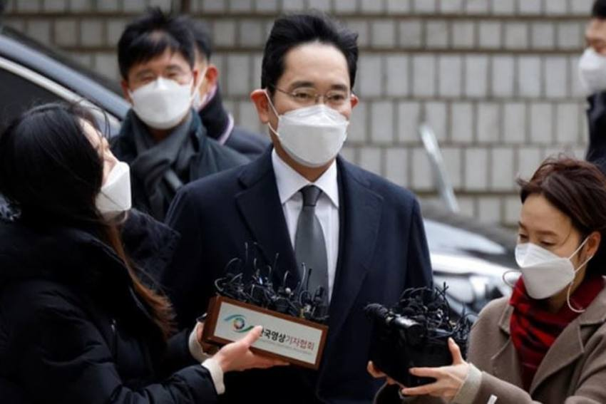 Samsung Chief Lee Jae-Yong Jailed For 2.5 Years Over Corruption Scandal