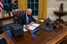 US President Joe Biden Removes Trump's Diet Coke Button From White House Desk, Twitter Reacts
