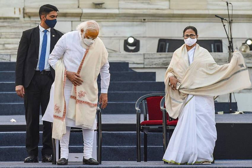 Netaji Birth Anniversary: On Modi's Dais, 'Insulted' Mamata Refuses To Speak As Audience Greets Her With Jai Shree Ram