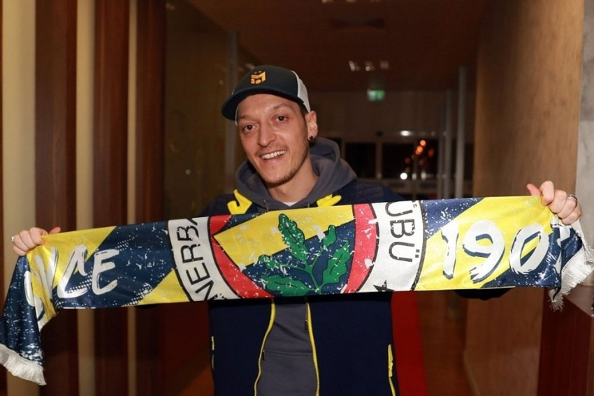Mesut Ozil Completes Fenerbahce Move After Arsenal Exit