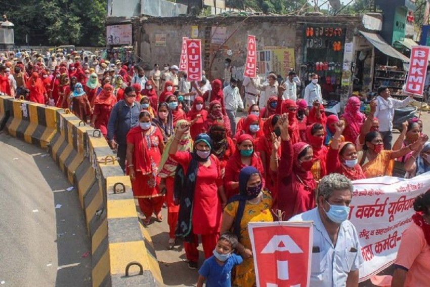 Andhra Pradesh ASHA Worker Dies After Receiving Covid-19 Jab; Unions Protest