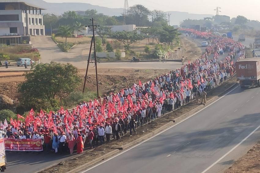 Farmers Hold Meeting At Mumbai's Azad Maidan; Sharad Pawar To Address Rally Today