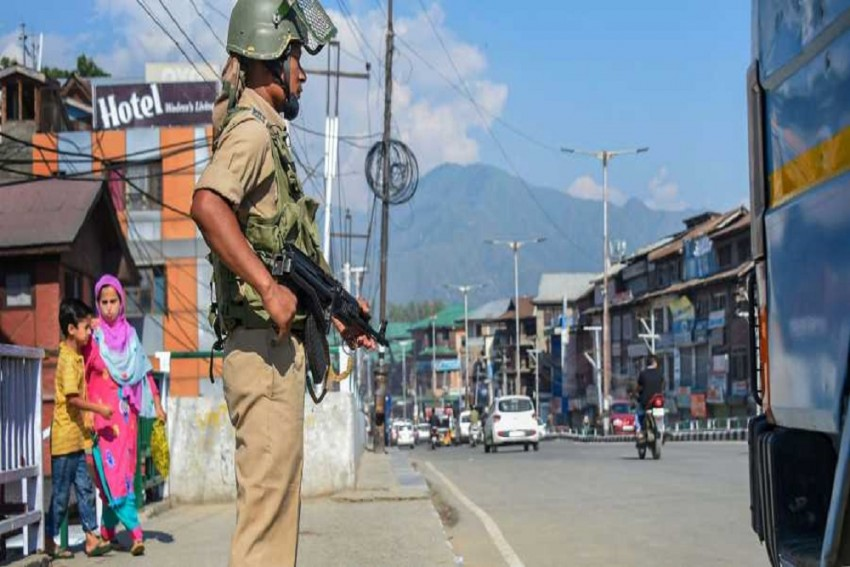 Kashmir: Mobile Internet Services Suspended To 'Ensure Peaceful' R-Day Celebration; Phone Services Unaffected