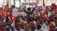 Woman Hoists Tricolour At Azad Maidan Rally; Farmers From Adjoining Areas Leave Mumbai