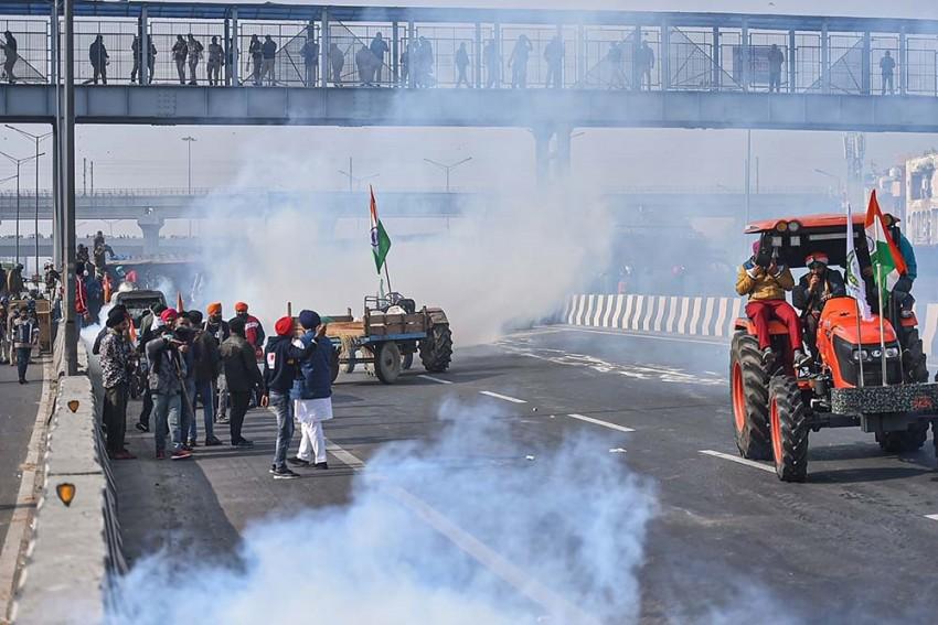 Republic Day Tractor Rally: Tear Gas, Lathicharge At Singhu Border As Farmers Break Barricades
