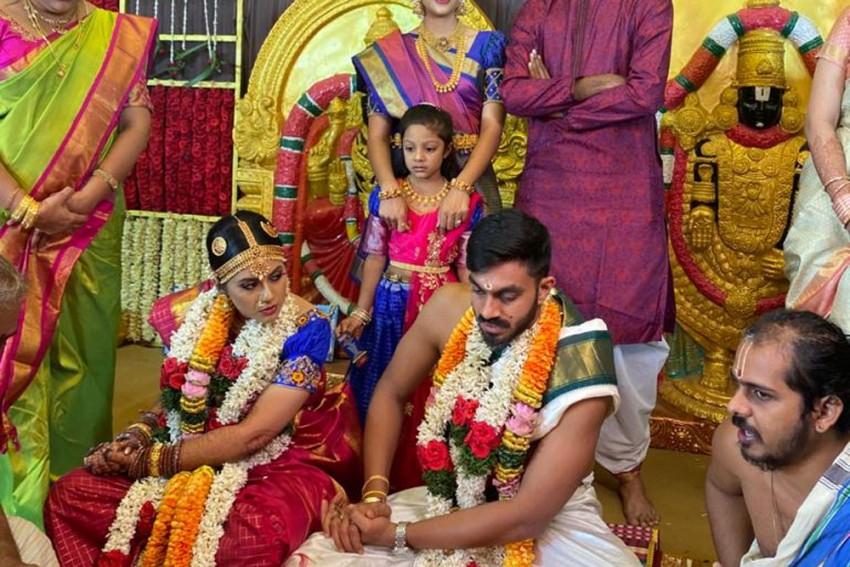 India All-rounder Vijay Shankar Marries Fiancee Vaishali Visweswaran