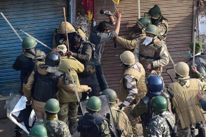 Delhi Police Detain Around 200 Protesters; 22 FIRs Filed Linked To Farmers' Tractor Parade Clashes