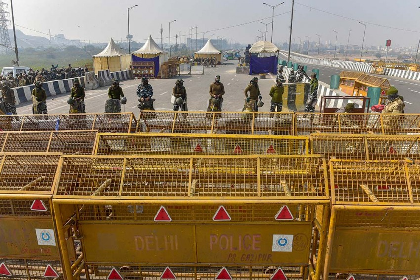 Farmers' Protest: Delhi Police Detain 200 Protesters, Files 22 FIRs In Connection With Violence At R-Day Tractor Rally