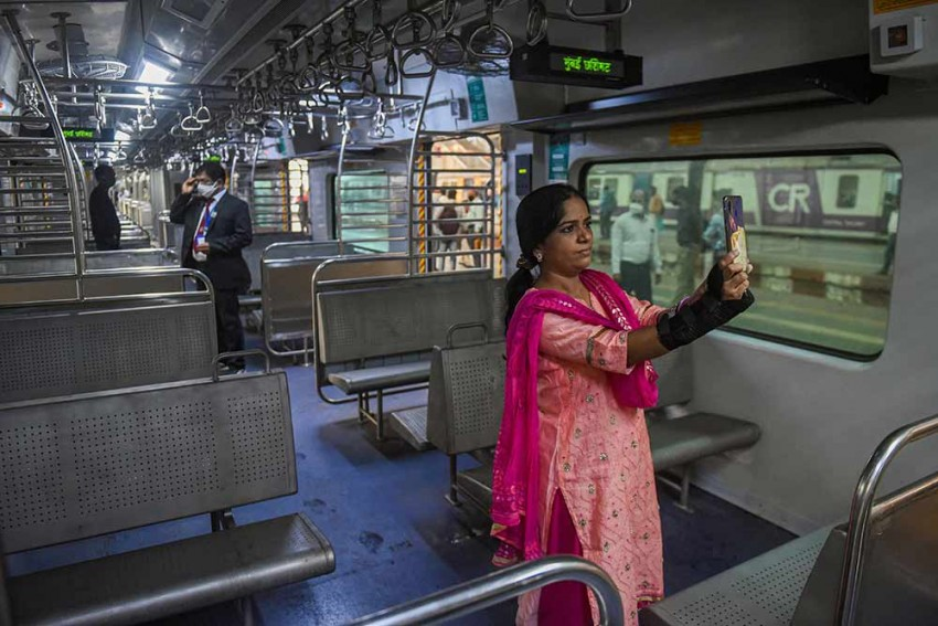 Mumbai's Local Train Services To Resume From February 1 After Government's Nod
