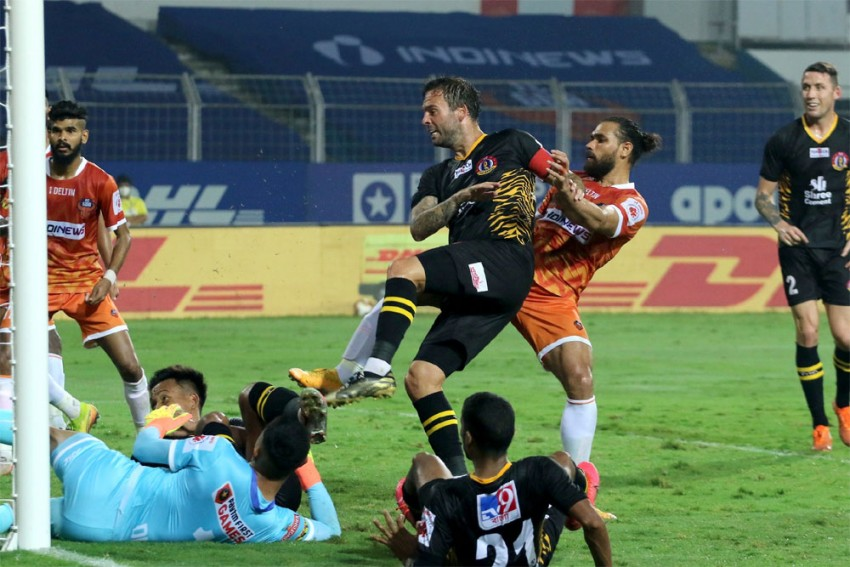 ISL 2020-21: 10-men FC Goa Soak In SC East Bengal's Dominance To Share Points - Match 75 Report