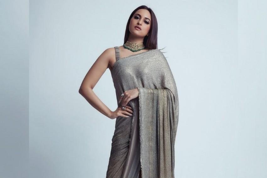Sonakshi Sinha All Set To Play Lead In Social-Drama 'Bulbul Tarang'