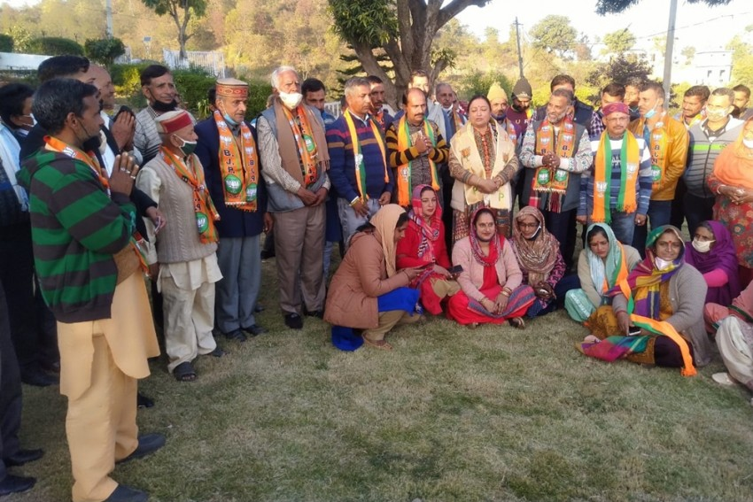 Villagers In Himachal Ditch Elections, Choose Pradhans Through Consensus