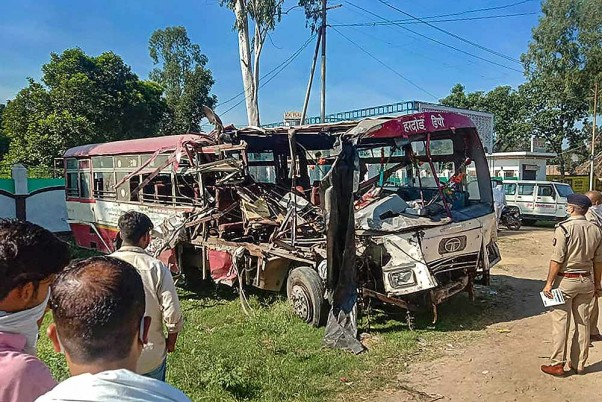 10 Killed, Dozen Injured In Bus-Truck Collision On Moradabad-Agra Highway