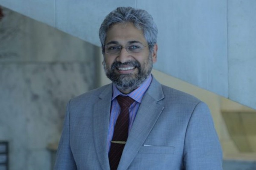 UP Police Registers FIR Against The Wire Editor Siddharth Varadarajan For Tweet