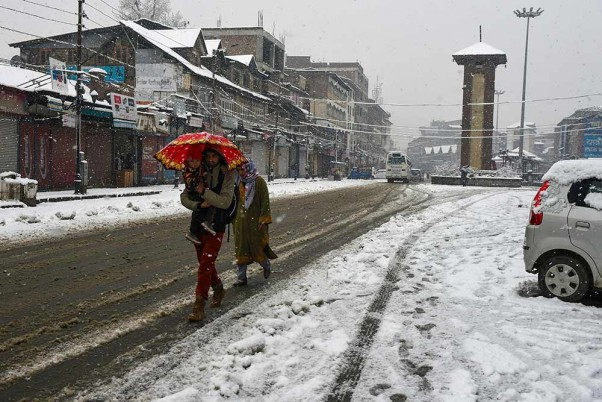 J&K Govt Helps Move Pregnant Women, Patients To Hospitals In Snowbound State
