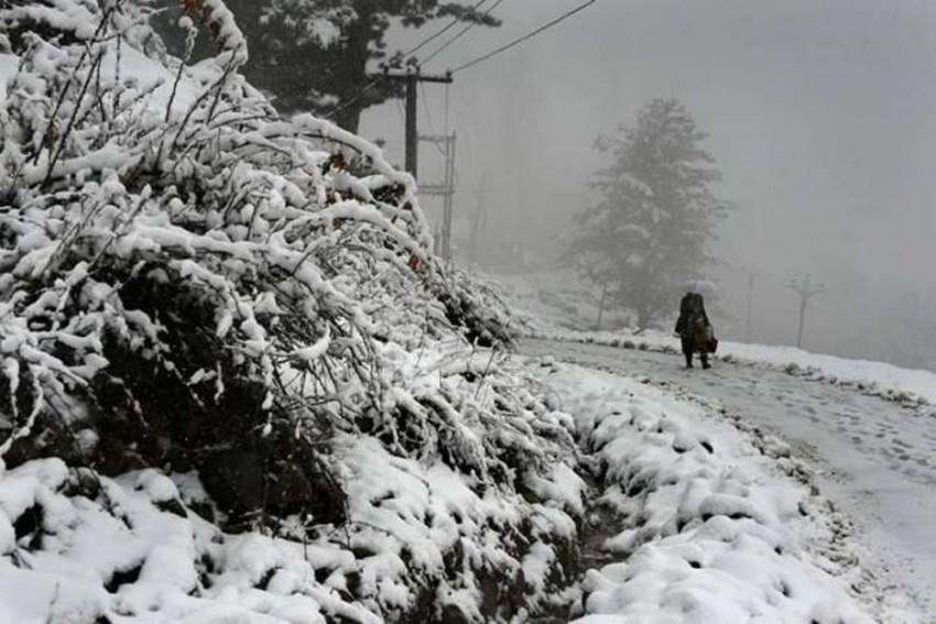 CRPF Officer, 74-Year-Old Woman Killed In Heavy Snowfall In Kashmir