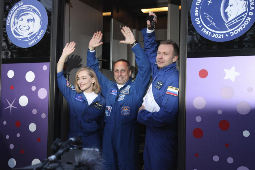 Russian Filmmakers Land After Space Shoot