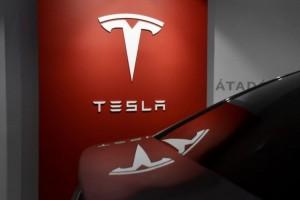 Tesla's Market Value Tops $1 Trillion After Hertz Orders 100K Cars
