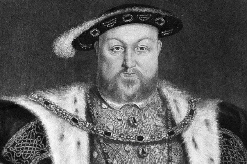 Treasure Hunter Finds King Henry VIII's Lost Crown Worth $2.5M After 400 Years