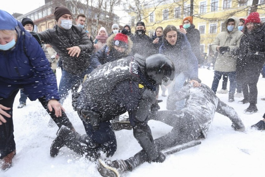 Pro-Alexei Navalny Rallies Rock Russia, Over 5,000 Arrested