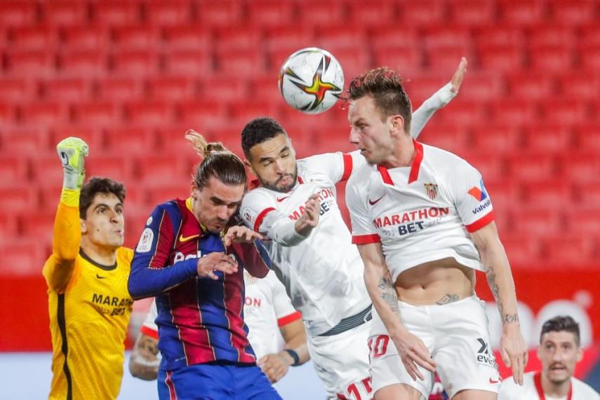 Sevilla 2 0 Barcelona Jules Kounde And Ivan Rakitic Give Hosts First Leg Advantage In Copa Del Rey Semis