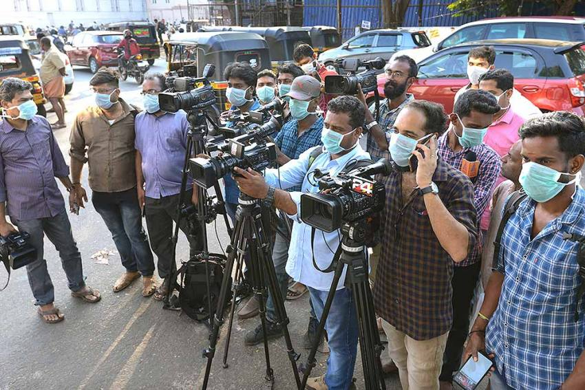 Centre To Provide Rs 5 Lakh To Families Of 39 Journalists Who Lost Their Lives To Covid