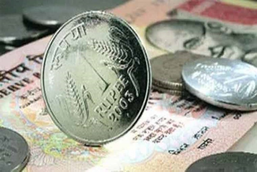 Rupee Opens On Flat Note Against US Dollar, Falls 3 Paise In Early Trade