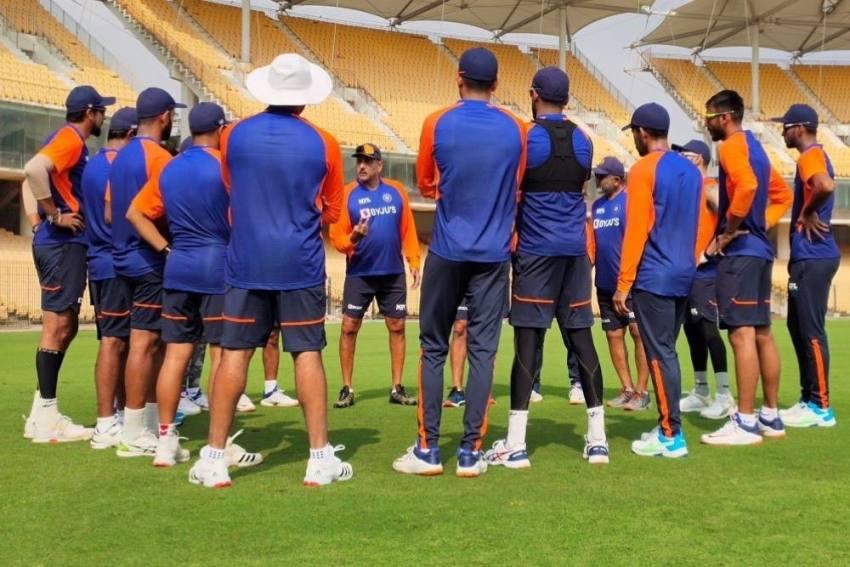 Ravi Shastri's 'Rousing Address' Pumps Up Team India Ahead Of 1st Test Vs England
