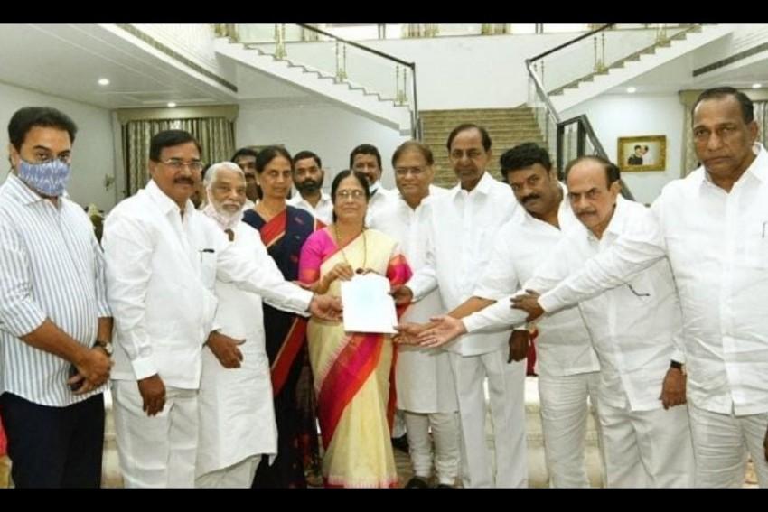 TRS Gives Ticket To Narasimha Rao's Daughter Surabhi Vani Devi For MLC Polls